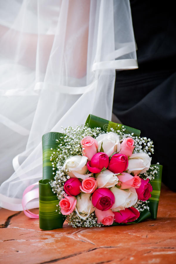 Download Bride, Bridegroom And Bouquet Stock Image - Image: 16871015