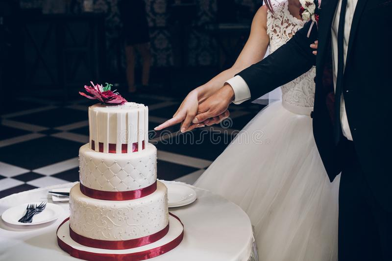Bride and groom cutting wedding cake. wedding couple tasting big royalty free stock photos