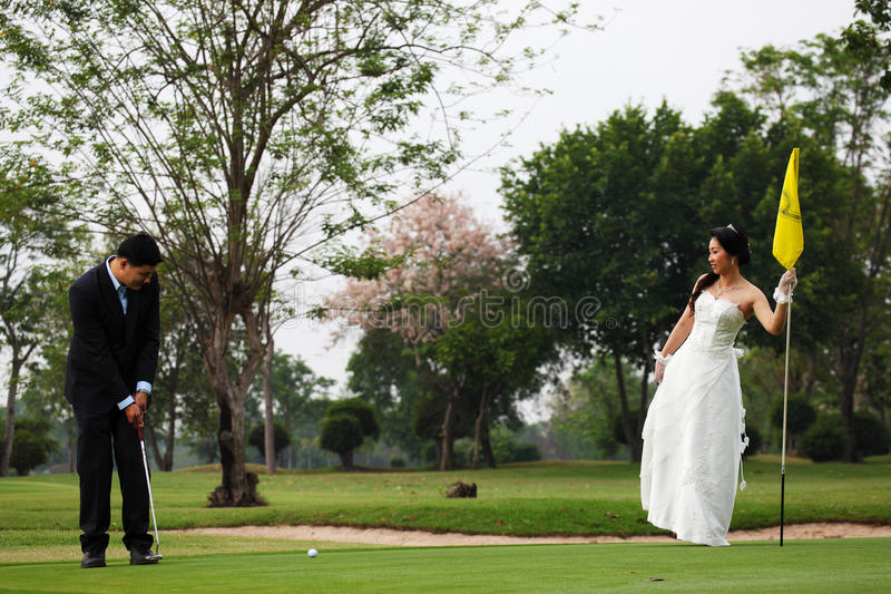 Bride And Groom Playing Golf Royalty Free Stock Photos
