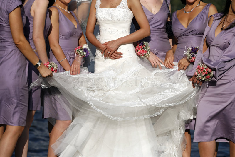 Bride and its girlfriends