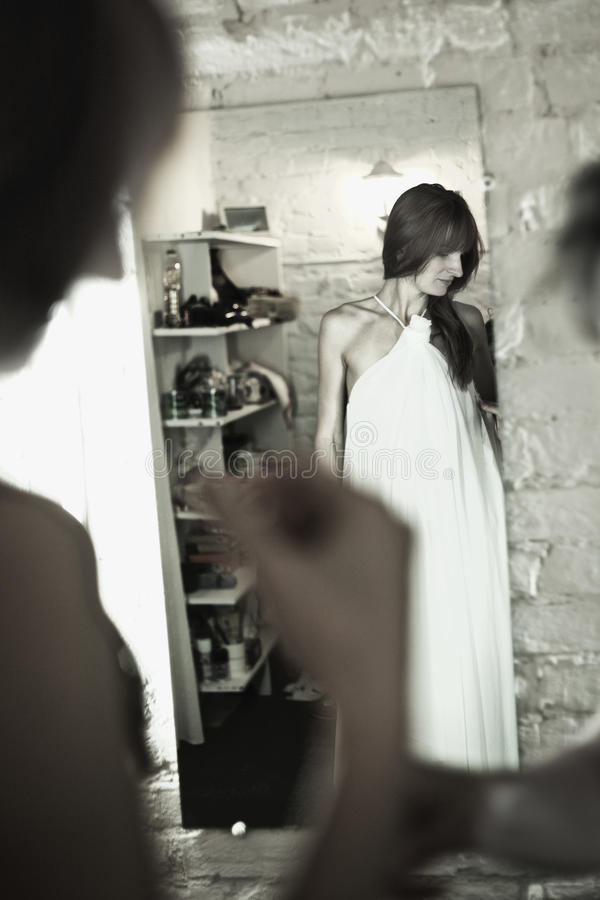Download Bride Before Mirror Royalty Free Stock Images - Image: 22335899