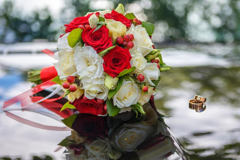 Bride`s bouquet and wedding rings stock image