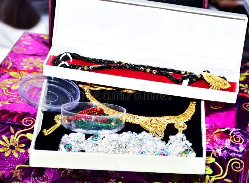 Bride's Jewelery in Indian Wedding royaltyfri bild