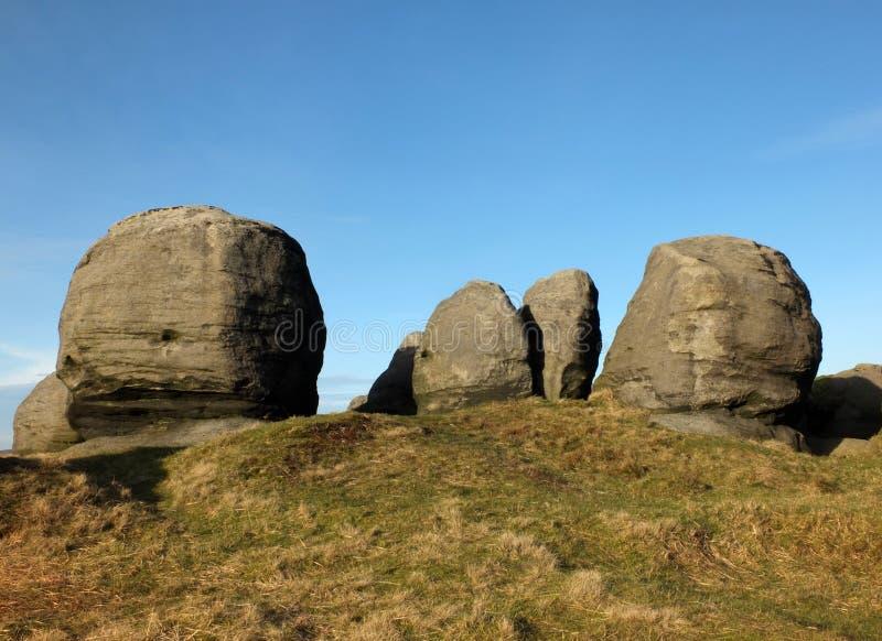 Bridestones een grote groep de vormingen van de gritstonerots in het landschap van West-Yorkshire todmorden dichtbij royalty-vrije stock foto