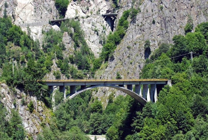bridge crossingen arkivfoto