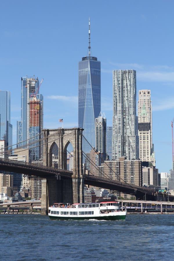bridge horisont york för område för den dynamiska höga bilden för den brooklyn staden ny arkivbild