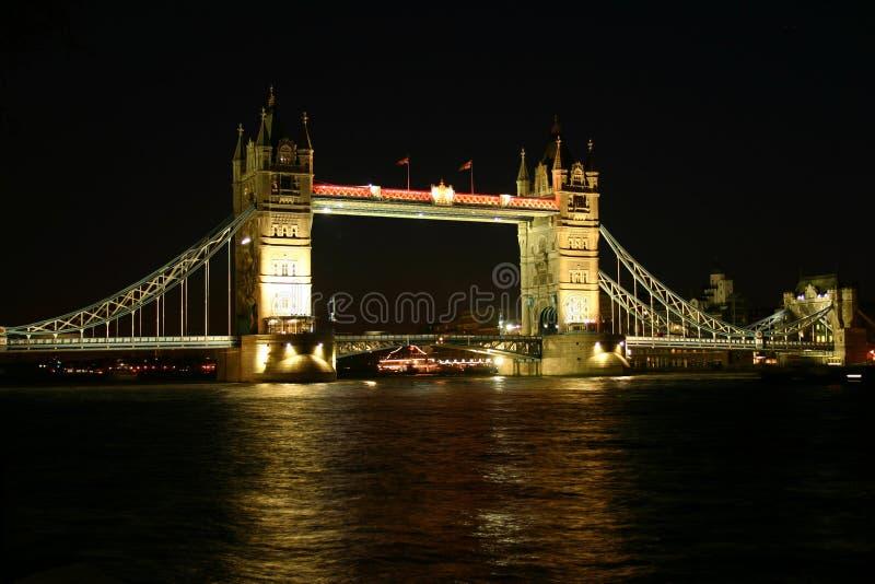 Download Bridge i night tower στοκ εικόνες. εικόνα από μεγάλος, αγγλία - 95926