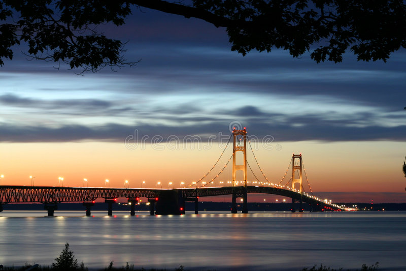 bridge lighted suspension στοκ εικόνα με δικαίωμα ελεύθερης χρήσης