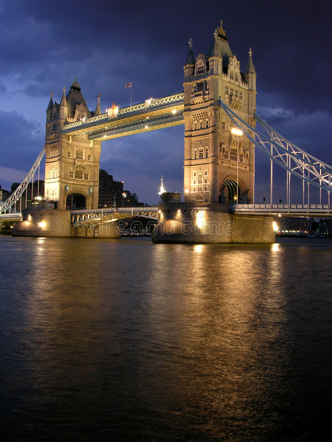 bridge night tower στοκ εικόνες