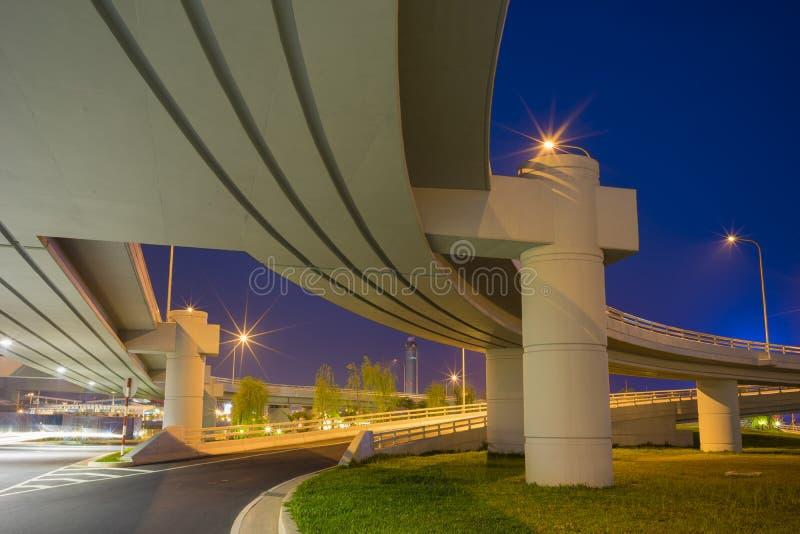 bridge night under exposure long μπλε ουρανός στοκ φωτογραφία με δικαίωμα ελεύθερης χρήσης