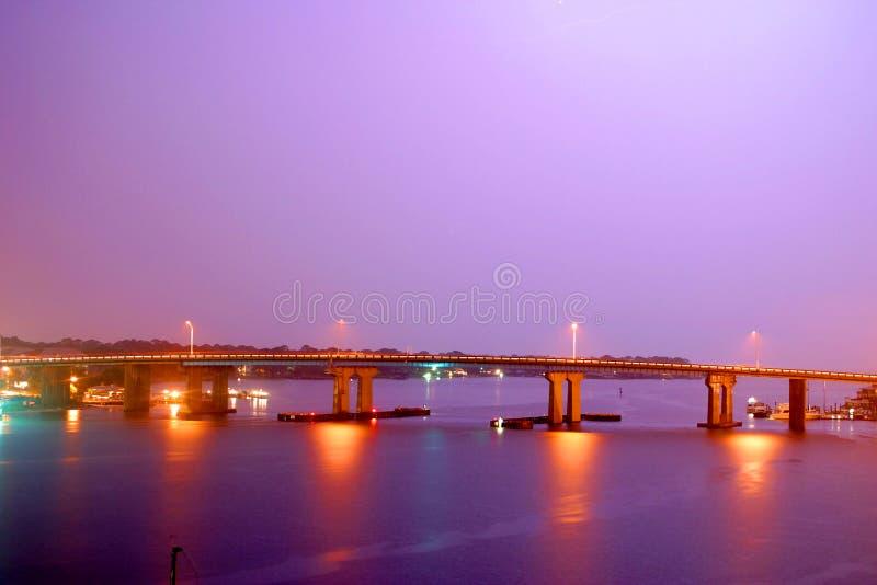 bridge purplen royaltyfri foto