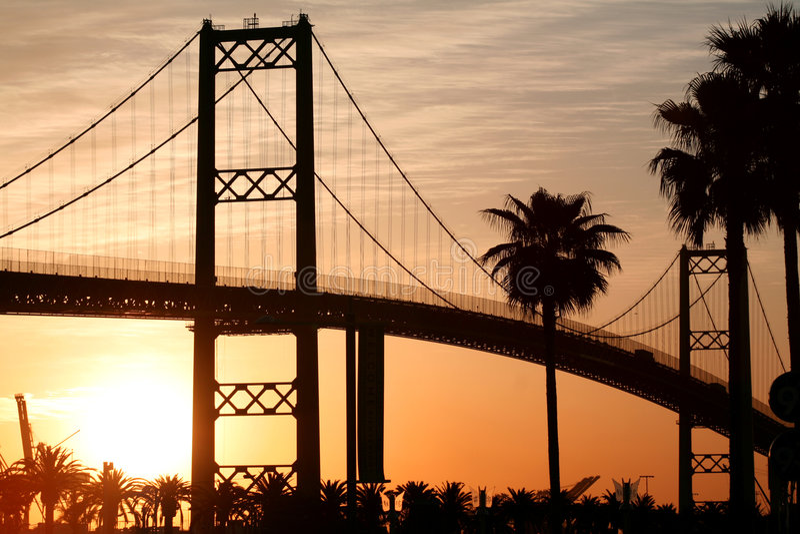 bridge soluppgången royaltyfria bilder