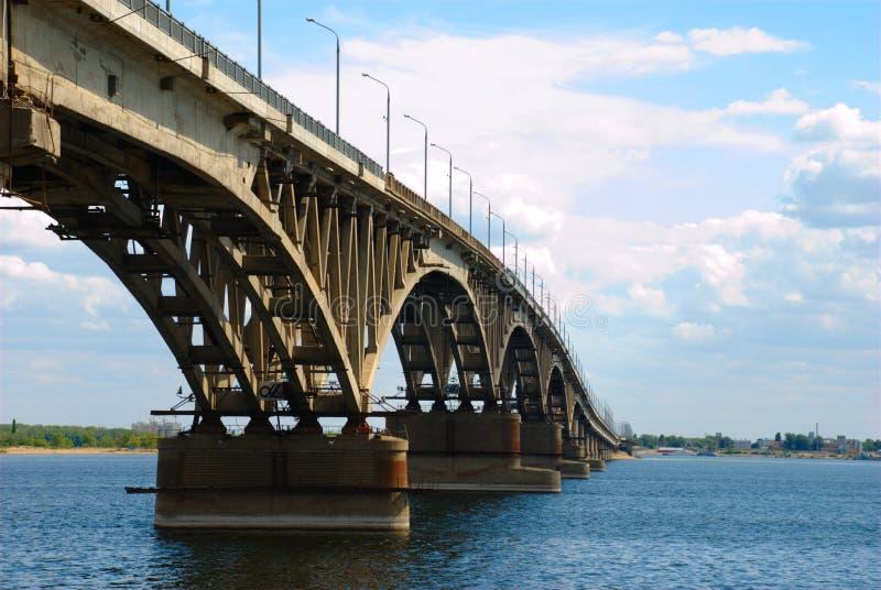 bridge vägen saratov royaltyfri bild