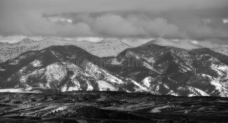 Bridger Mountains - noir et blanc photos stock