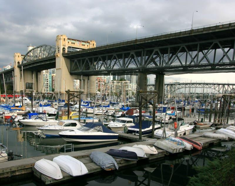 bridges falskt over för liten vik fotografering för bildbyråer