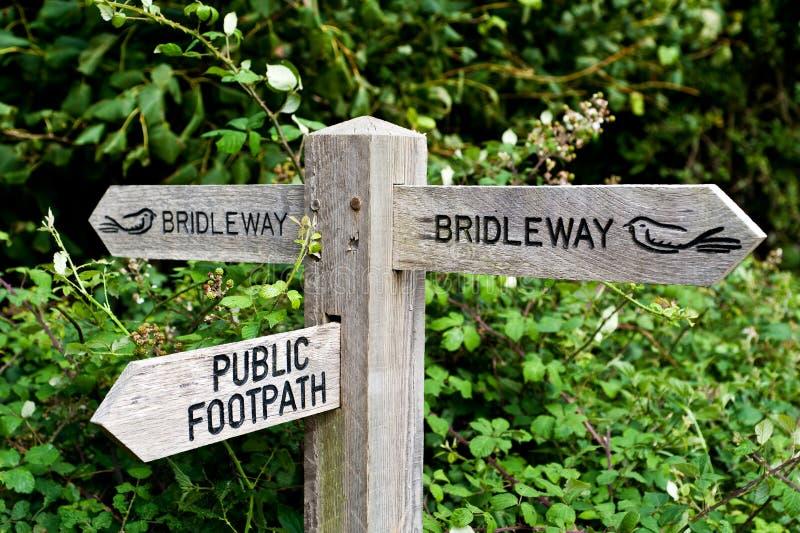 Bridleway et sentier piéton public photo stock
