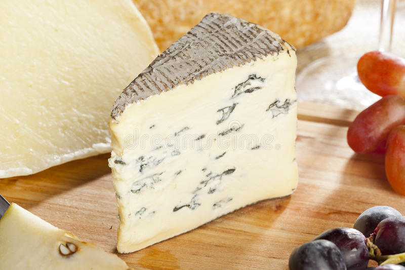 Brie Cheese branca orgânica fresca imagem de stock royalty free