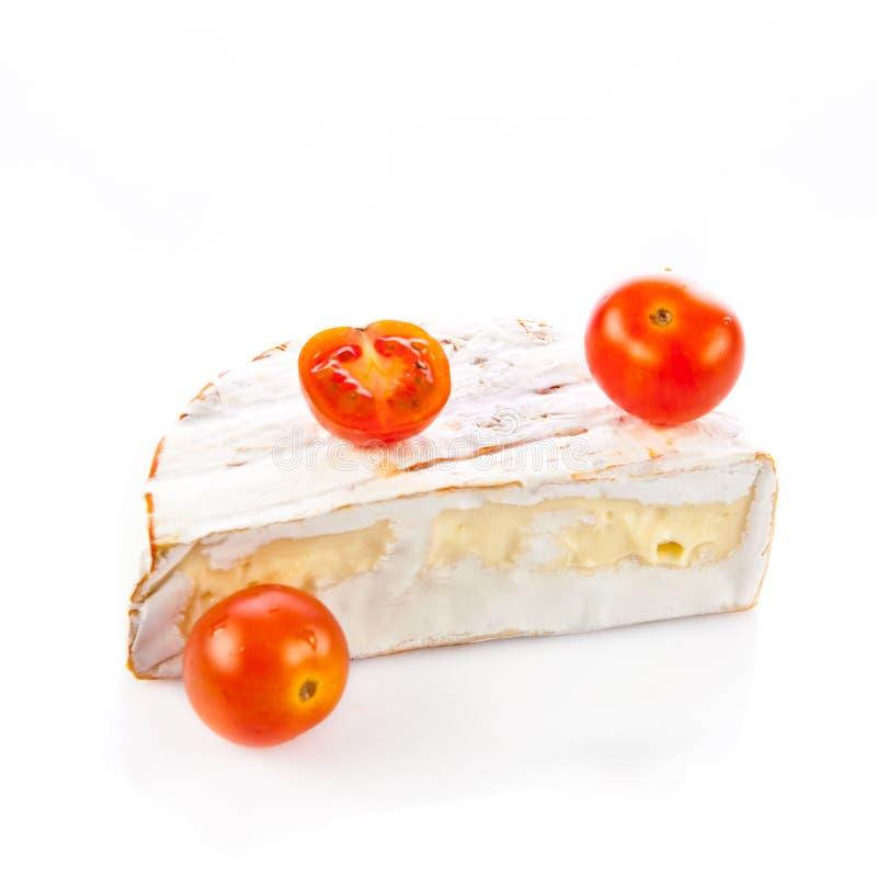 Brie de fromage d'isolement sur le fond blanc nutrition de laitages de camambert images stock