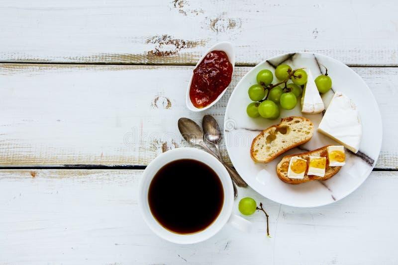 Brie en fig.jamsandwiches stock afbeeldingen