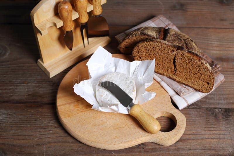 Brie nóż i ser obraz royalty free