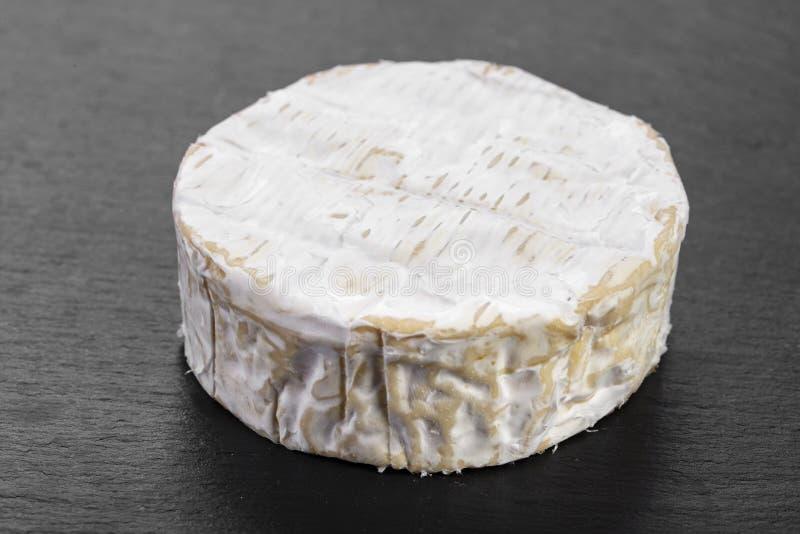 Brie su fondo nero fotografie stock libere da diritti