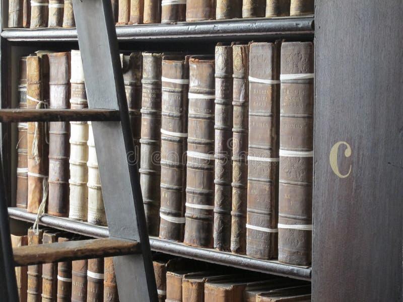Brief C in de Bibliotheek van de Drievuldigheidsuniversiteit stock fotografie