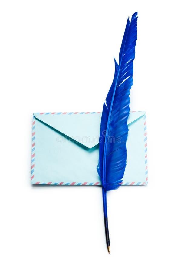 Brief en feathe geïsoleerde stock afbeeldingen