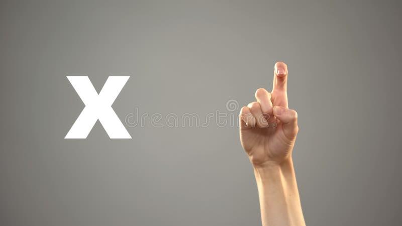 Brief X in gebarentaal, hand op achtergrond, mededeling voor doof, les royalty-vrije stock afbeelding