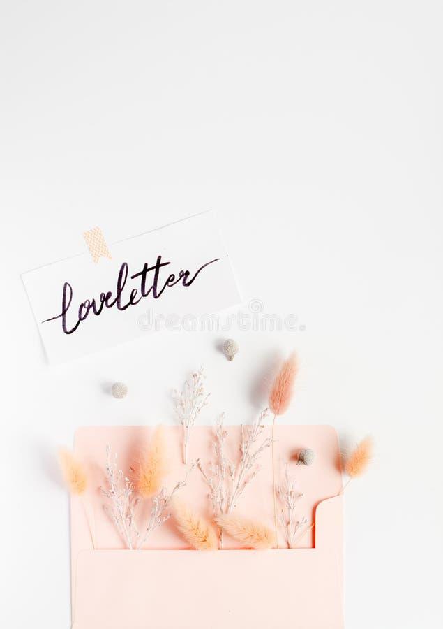 Brief van de de meningsliefde van het kalligrafie de bloemenpatroon hoogste stock afbeelding