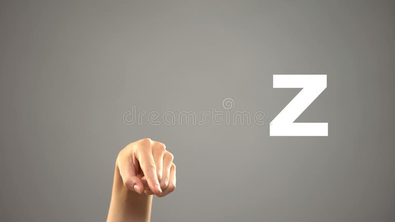 Brief Z in gebarentaal, hand op achtergrond, mededeling voor doof, les stock afbeeldingen