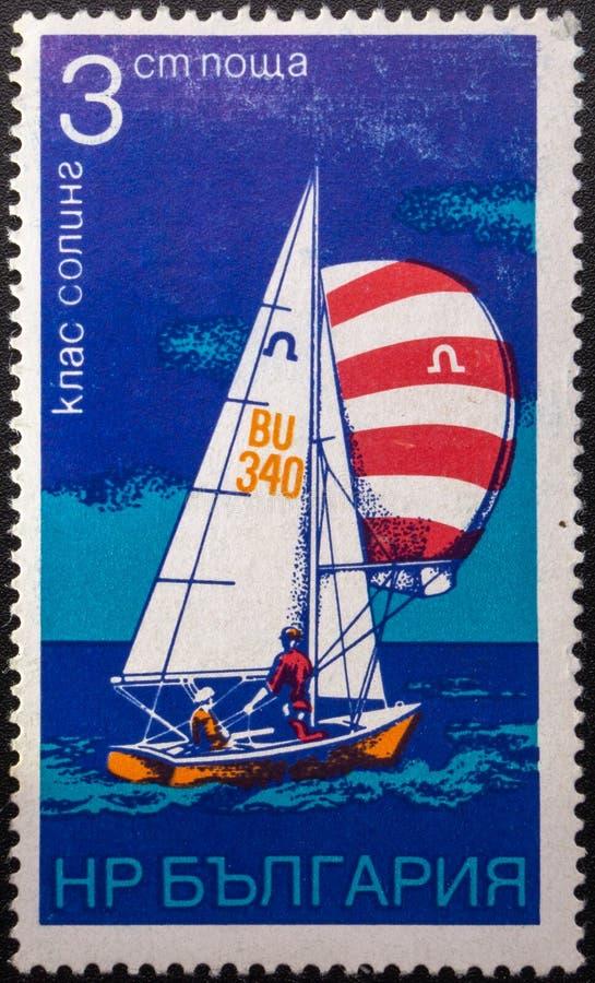 Briefmarke 1973 segeln bulgarien stockbild