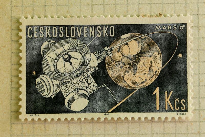 Briefmarken der verschiedenen Länder und der Zeiten Hintergrund stockbild