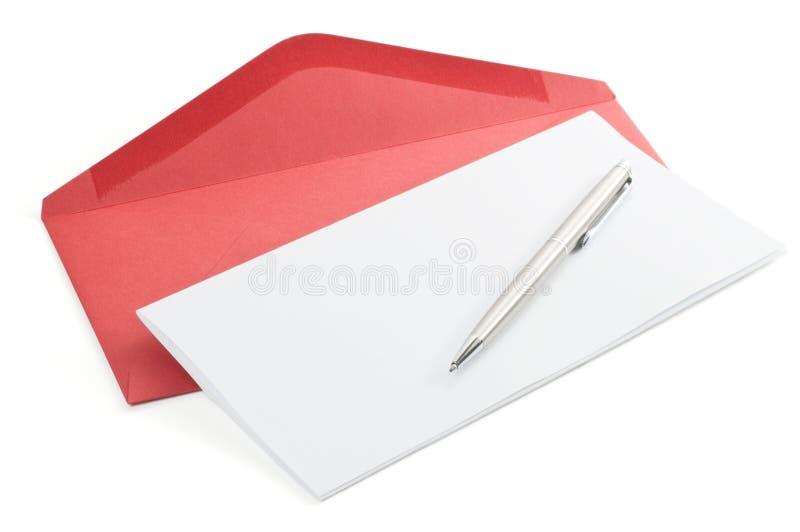 Briefpapier und roter Umschlag stockbilder