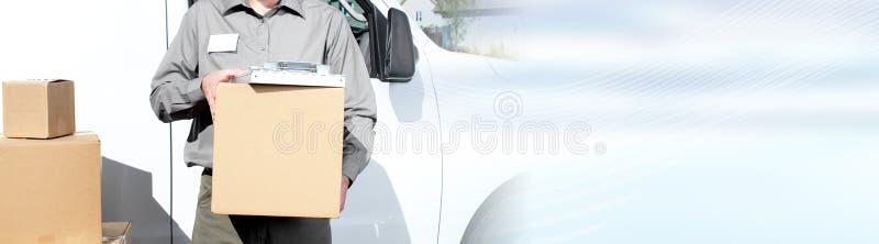 Briefträger mit Paketkasten lizenzfreies stockfoto