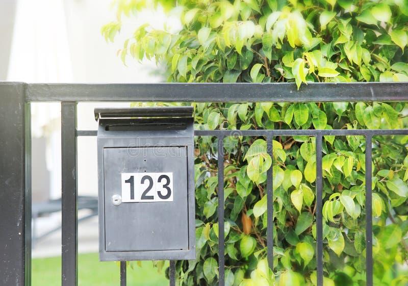 Brievenbus openlucht letterbox stock fotografie