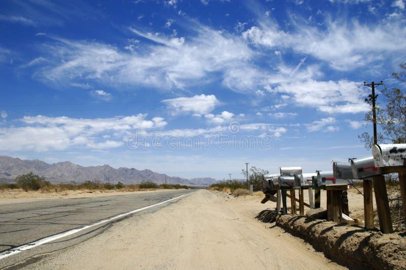 Brievenbussen op de Weg van de Woestijn stock afbeelding