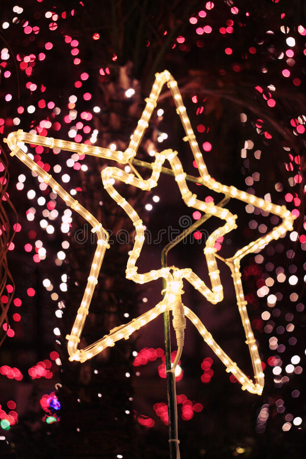 Free Bright Christmas Star Light With Bokeh Background Royalty Free Stock Image - 28416596