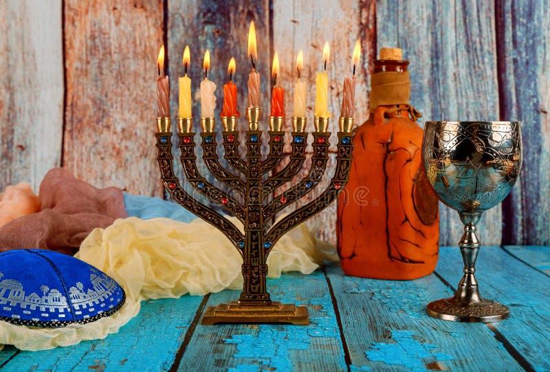 Bright Glowing Hanukkah Menorah soft focus fotografie stock libere da diritti