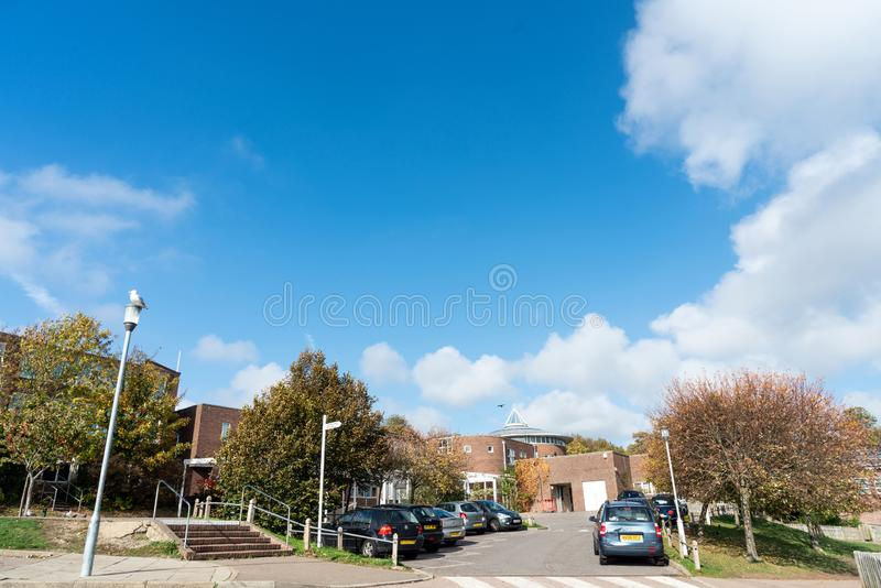 Brighton, Angleterre 19 octobre 2018 : L'entrée du bâtiment de l'école secondaire pour des enfants Dorothy Stringer School dedans images stock