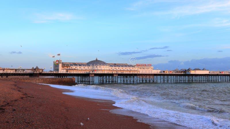 BRIGHTON, EAST SUSSEX, INGHILTERRA, REGNO UNITO - 13 NOVEMBRE 2018: Panorama del paesaggio di Brighton Palace Pier fotografie stock libere da diritti