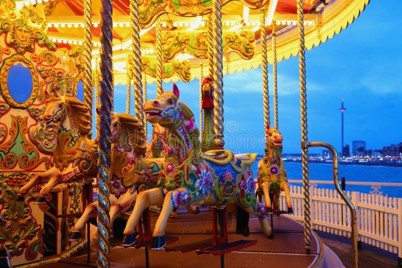 BRIGHTON, EAST SUSSEX, REGNO UNITO - 13 NOVEMBRE 2018: Carosello storico a Brighton Palace Pier immagini stock libere da diritti