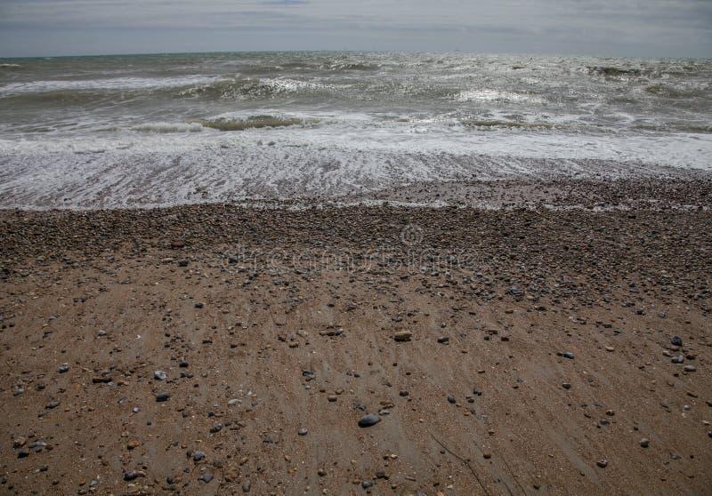 Brighton England, UK - strand och vågor arkivbilder