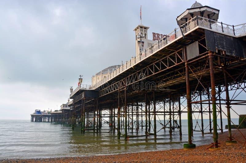 Brighton England - vista di Brighton Pier & della struttura da Undern immagine stock