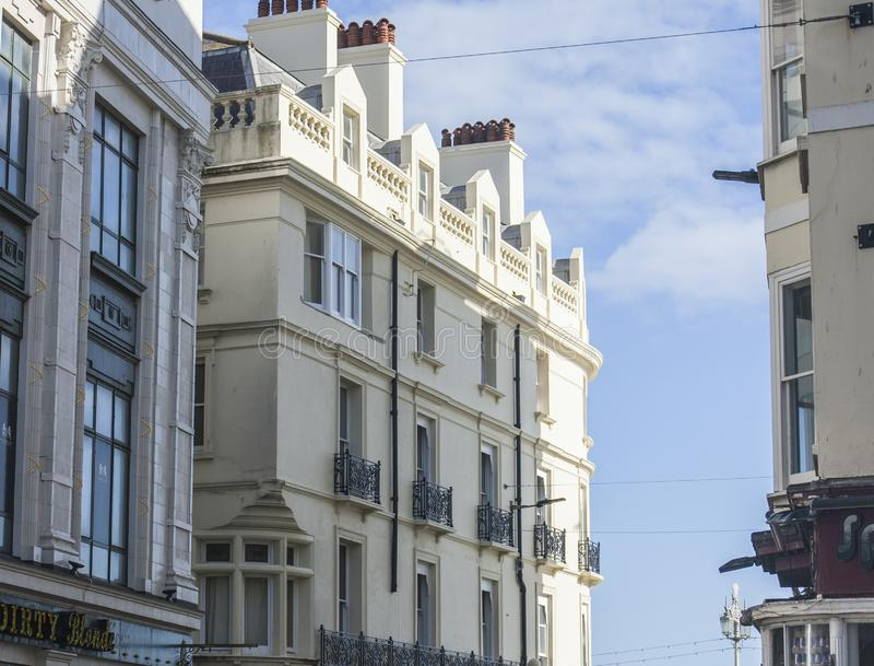 Brighton, Inghilterra - case urbane bianche fotografie stock