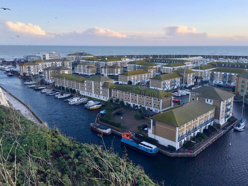 Brighton Marina, une grande tache de loisirs en Angleterre image stock