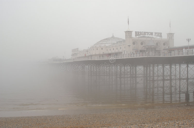 Brighton-Pier im Nebel stockfoto