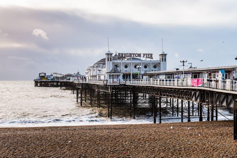 Brighton Pier, plage et océan photo stock