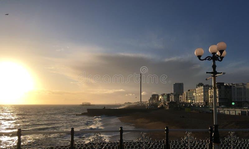 Brighton Pier - puesta del sol fotos de archivo