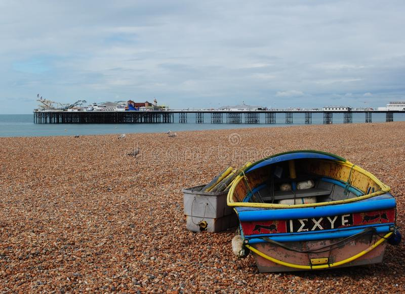 Brighton Pier, visión desde la playa imagen de archivo libre de regalías