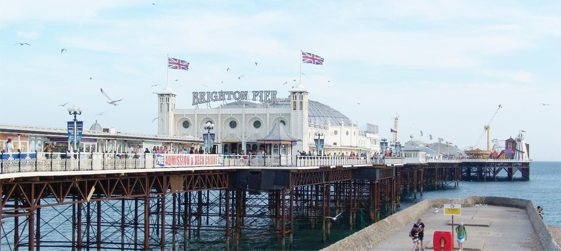 Brighton pir royaltyfria foton